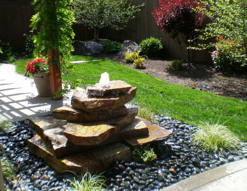 Backyard water fountains ideas fountain design ideas for Backyard water feature plans