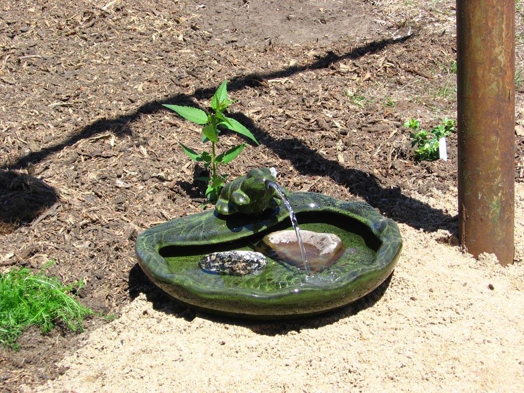 Ceramic Solar Frog Fountain