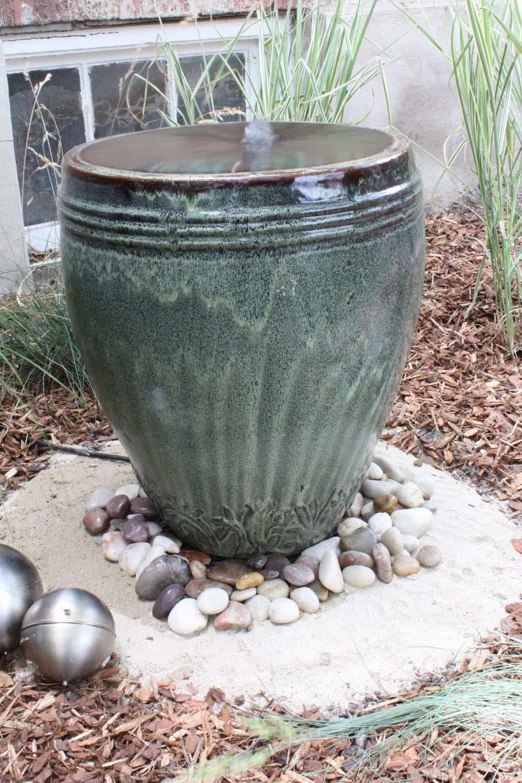 Diy backyard water fountains fountain design ideas for Garden feature ideas