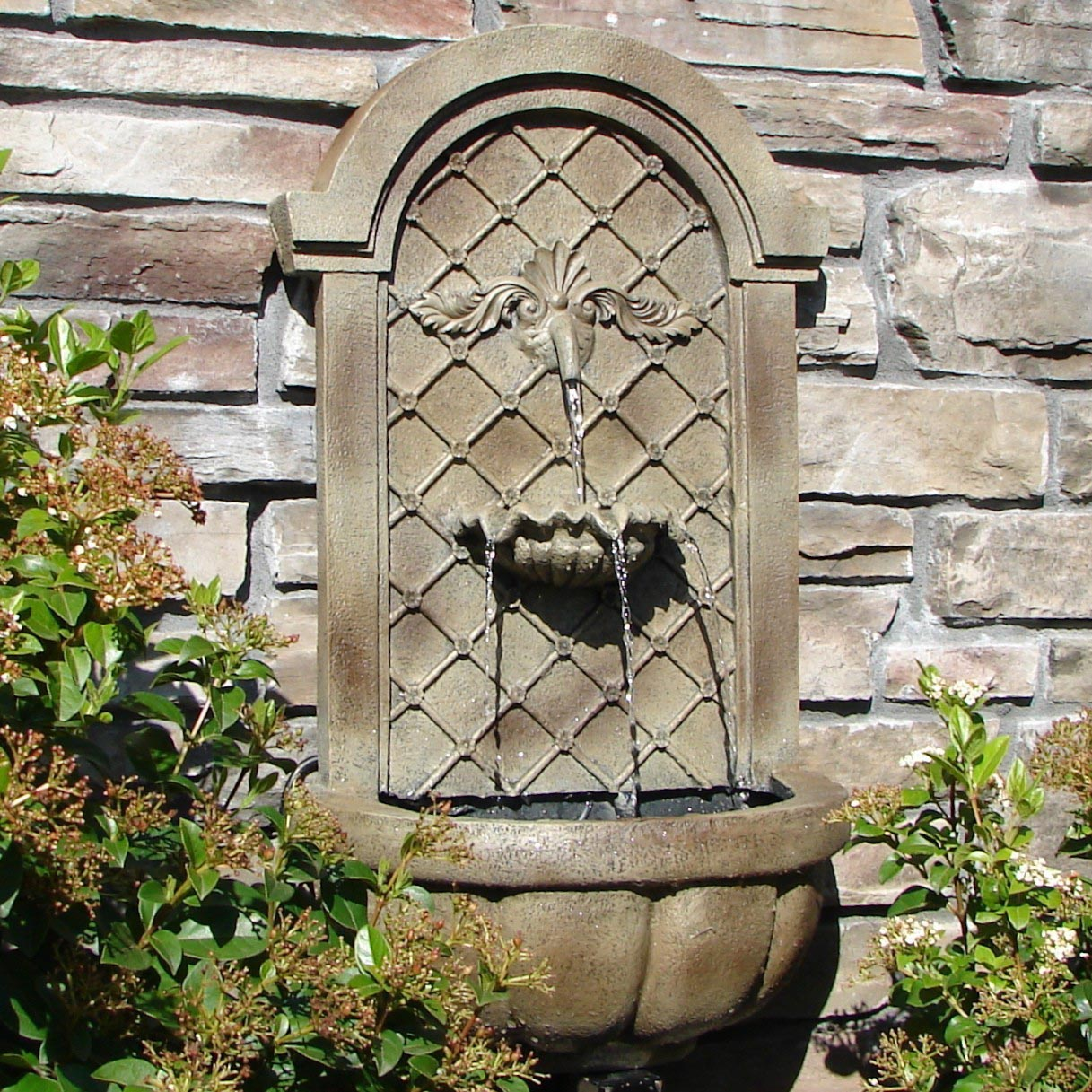 Garden wall fountains fountain design ideas for Outdoor wall fountains