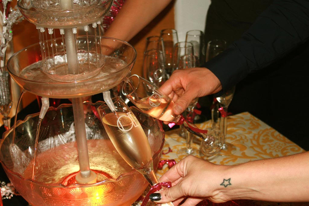 How Does a Champagne Fountain Work