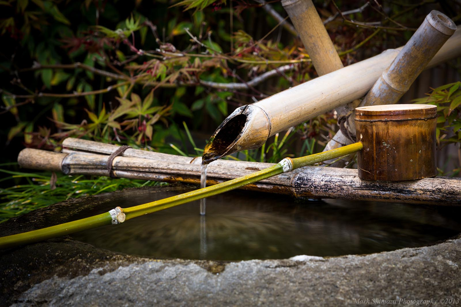 Japanese bamboo fountain shishi odoshi fountain design ideas - Shishi odoshi bamboo water feature ...