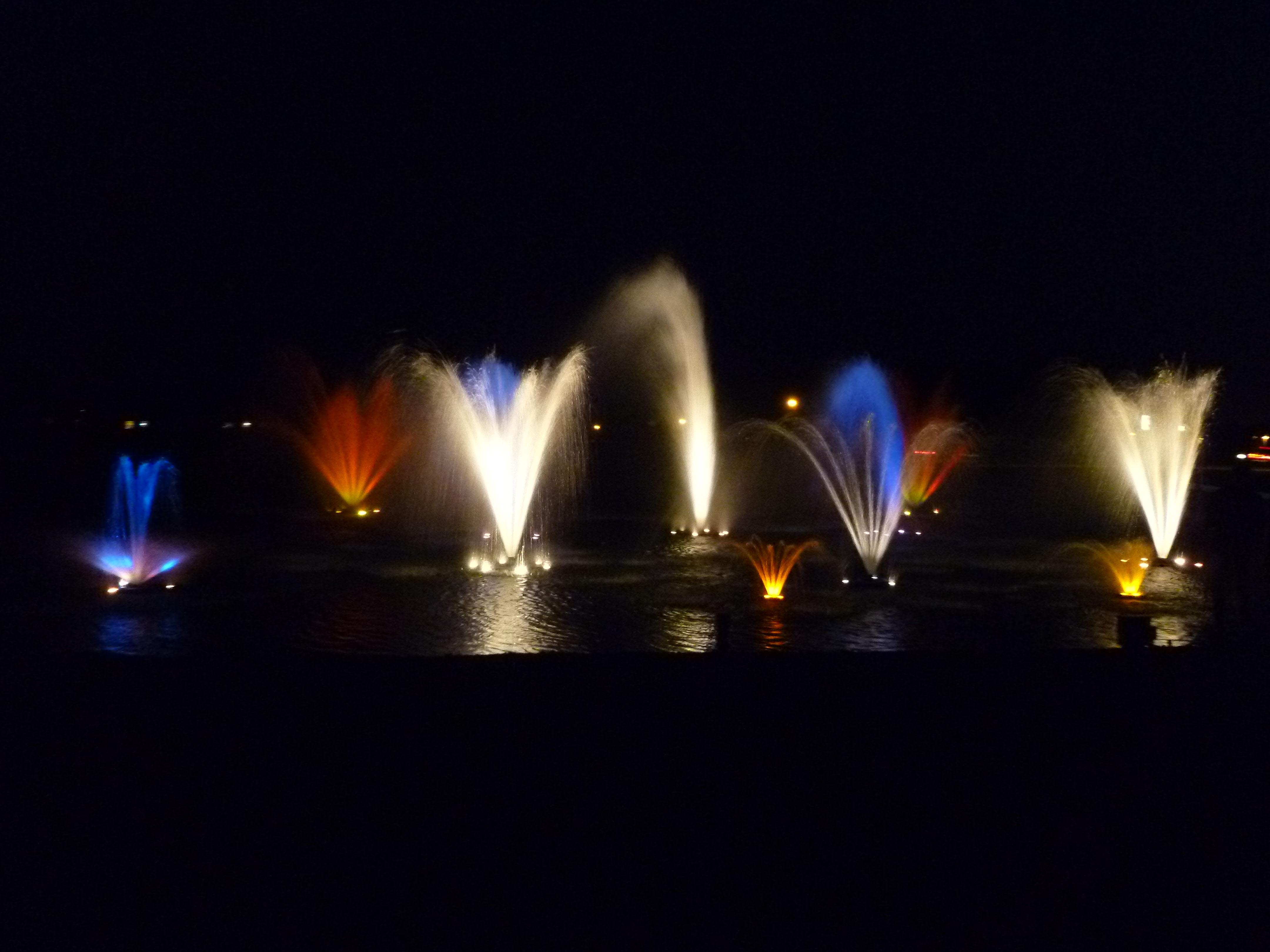 Lake Fountains With Lights Fountain Design Ideas