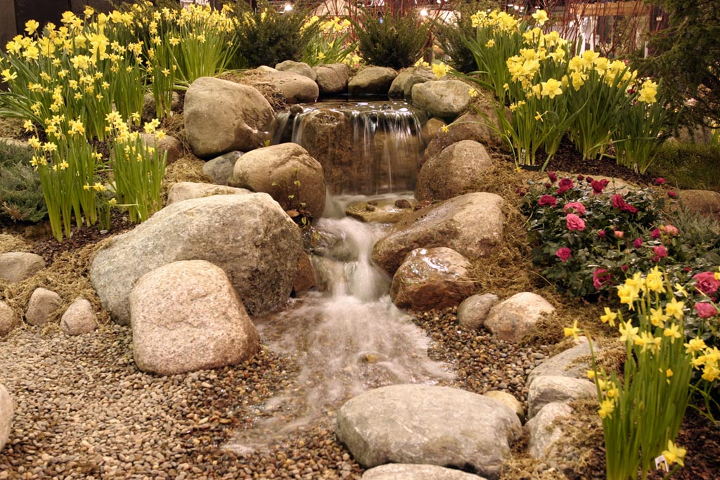 Outdoor Fountains and Waterfalls