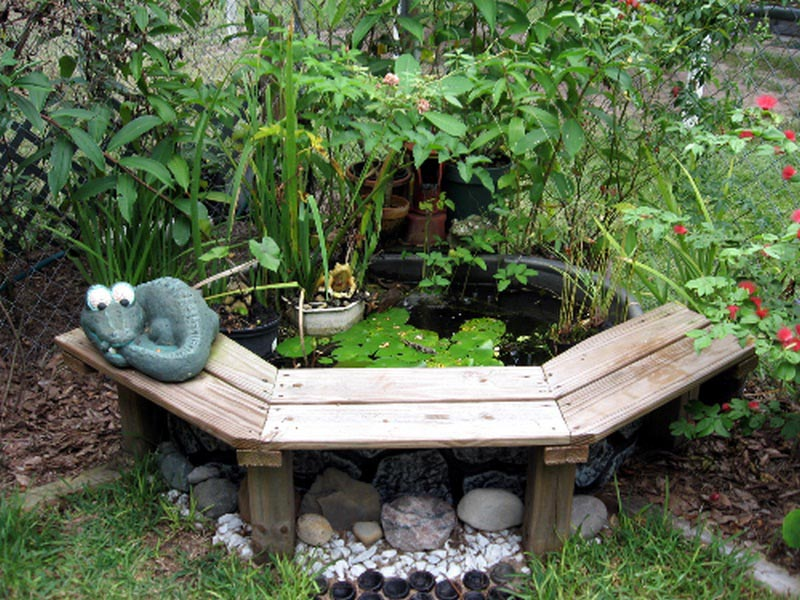 Simple backyard water feature ideas fountain design ideas for Simple water features for backyard