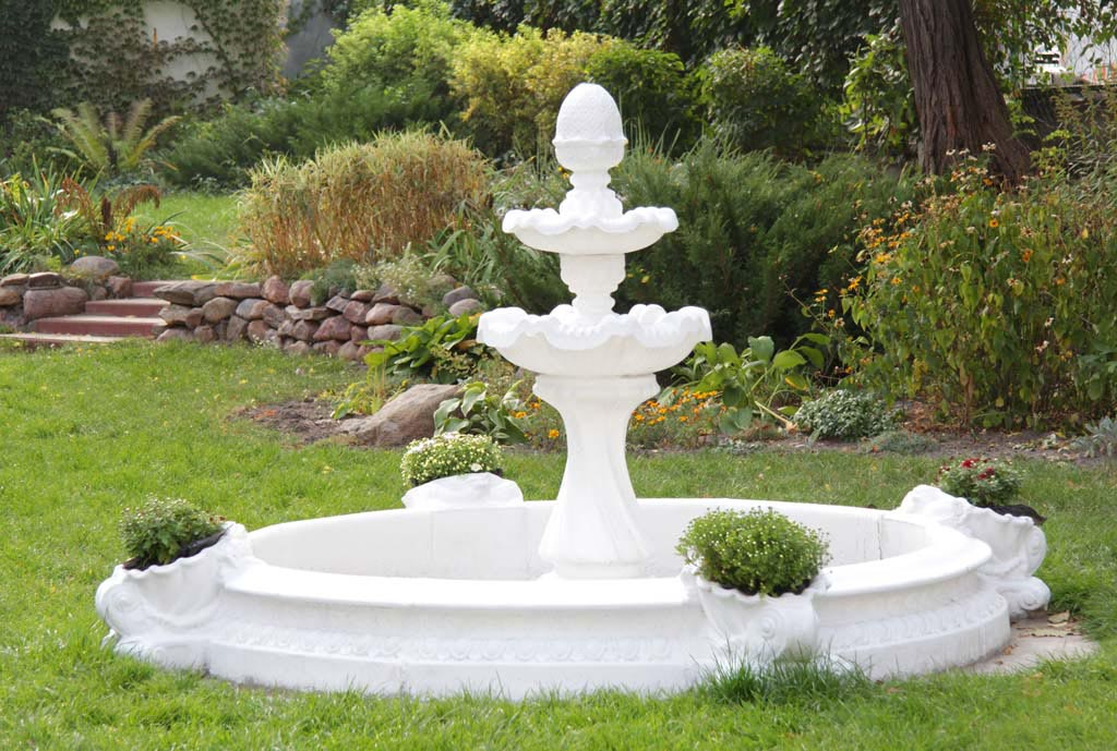 Water fountain landscape design fountain design ideas for Water fountain designs garden